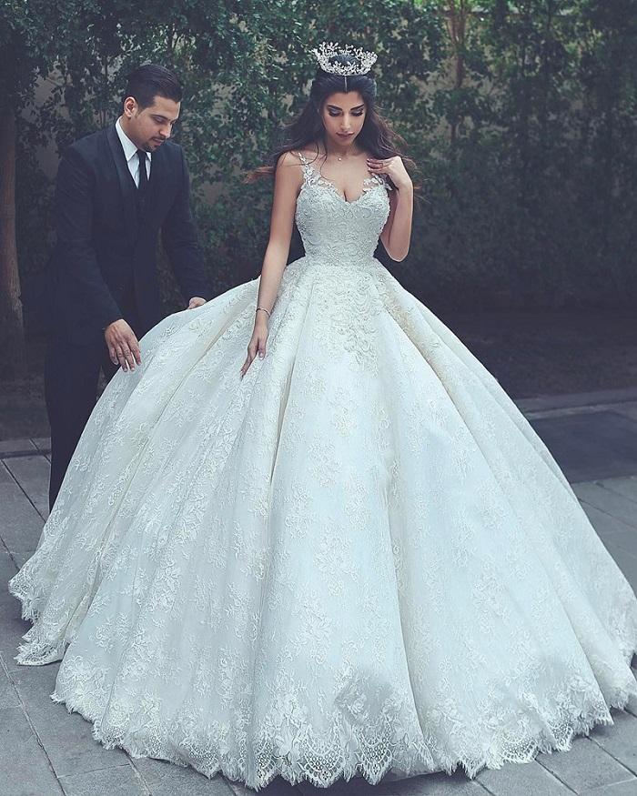 Chọn váy cưới là cả một nghệ thuật - Ảnh 1