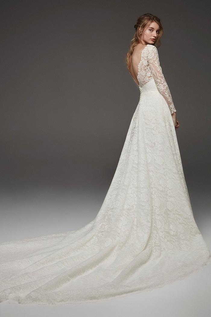 Chọn váy cưới là cả một nghệ thuật - Ảnh 2