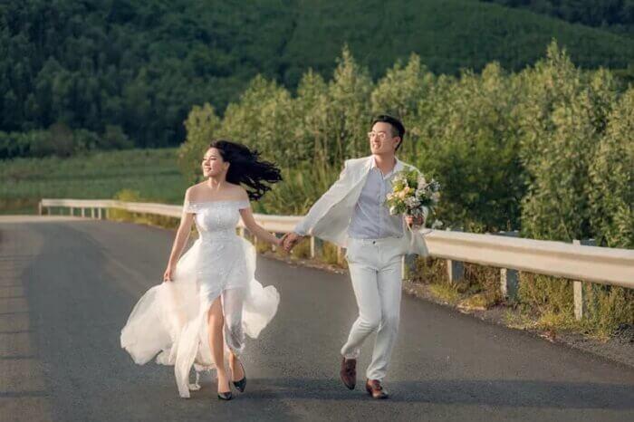 Ảnh cưới chụp ở Đà Nẵng ngỡ như đồng quê châu Âu - Ảnh 5
