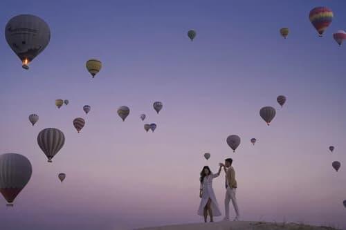 Ảnh cưới 'đẹp như cổ tích' dưới bầu trời khinh khí cầu - hình ảnh 7