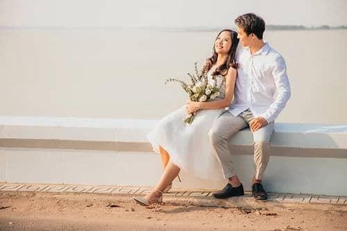 Ảnh cưới mùa lá vàng Bình Dương ngỡ là cảnh sắc thu Hàn Quốc - hình ảnh 1