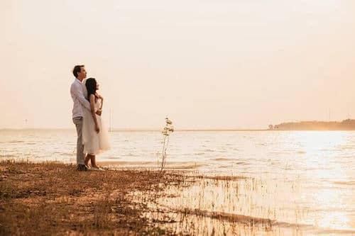 Ảnh cưới mùa lá vàng Bình Dương ngỡ là cảnh sắc thu Hàn Quốc - hình ảnh 11