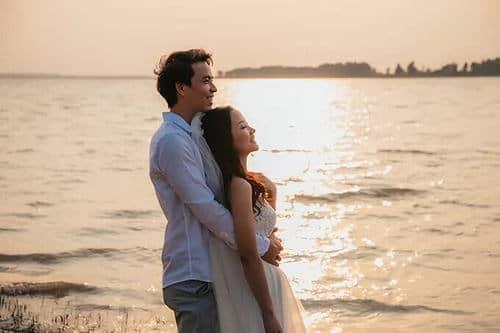 Ảnh cưới mùa lá vàng Bình Dương ngỡ là cảnh sắc thu Hàn Quốc - hình ảnh 12