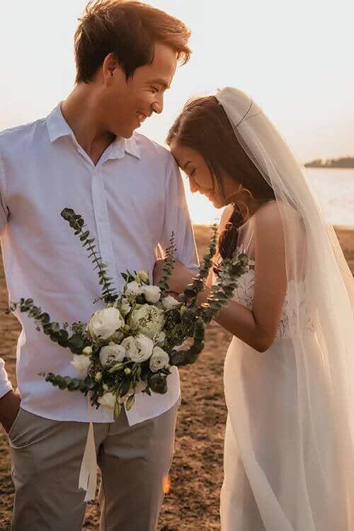 Ảnh cưới mùa lá vàng Bình Dương ngỡ là cảnh sắc thu Hàn Quốc - hình ảnh 3