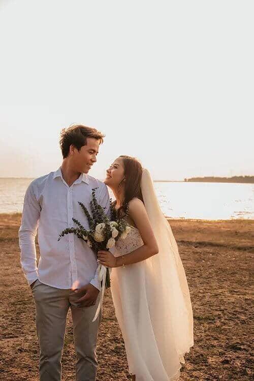 Ảnh cưới mùa lá vàng Bình Dương ngỡ là cảnh sắc thu Hàn Quốc - hình ảnh 4