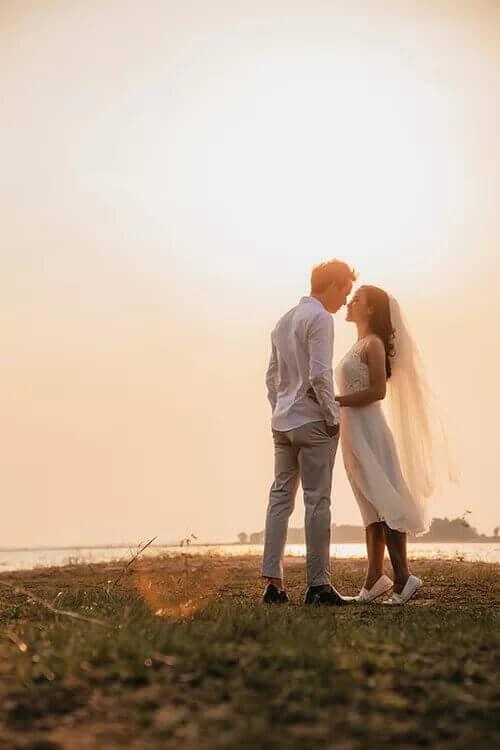 Ảnh cưới mùa lá vàng Bình Dương ngỡ là cảnh sắc thu Hàn Quốc - hình ảnh 7