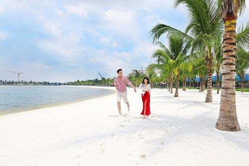 """Biển Vinhomes Ocean Park: Điểm chụp ảnh cưới """"chất lừ"""" của các cặp đôi - hình ảnh 1"""