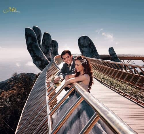 Cây cầu Vàng Đà Nẵng thu hút hàng nghìn cặp đôi đổ xô về chụp ảnh cưới - hình ảnh 5