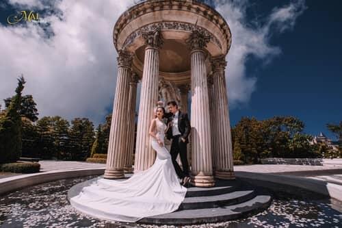 Cây cầu Vàng Đà Nẵng thu hút hàng nghìn cặp đôi đổ xô về chụp ảnh cưới - hình ảnh 9