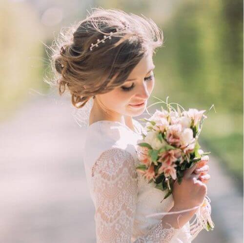 Top 10 kiểu tóc cô dâu đẹp nhất 2019 cho ngày cưới thêm hoàn hảo - hình ảnh 2