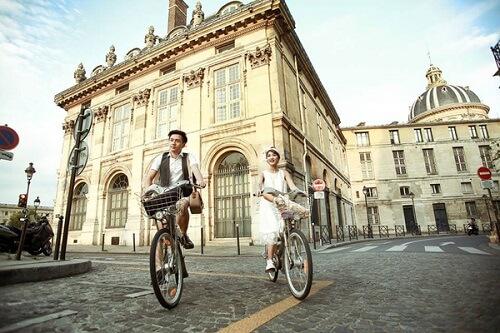 Cặp đôi lang thang khắp Paris chụp ảnh cưới phong cách đường phố - hình ảnh 1