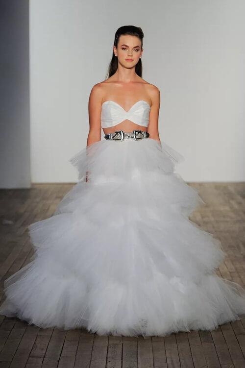 Top 7 xu hướng váy cưới hot nhất năm 2020 - hình ảnh 16